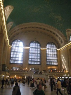 Grand Central Station, like Time Square is always busy!!! There is a nice bar there to enjoy a drink and people watch.