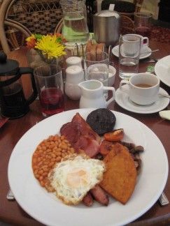A typical yummy Scottish Breakfast. In case you're wondering what the black round thing is, its called Black Pudding and it made from blood, no kidding. Pete sampled it but wouldn't recommend it to highly!!!