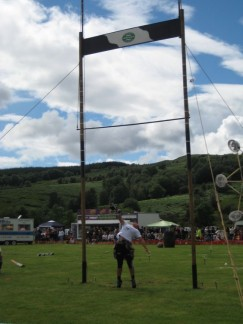 The Highlander games are not just for the Men. The strong women of the land (Overseas included) come to compete. This competitor hails from USA.
