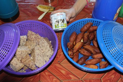 Breakfast each morning was sticky rice, banana bread and fried dough... We bought sachets of porridge which we highly recommend...