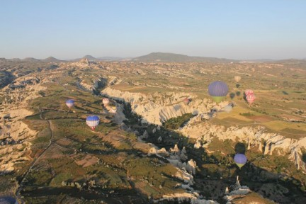 Up and down through the valley - the morning was just beautiful particularly being able to see about 30 other balloons out there with us...